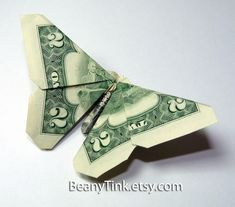 Who likes to make origami? Well, talking about origami, we're acquainted with a designer artist named Won Park. He's good at making cool origami. In fact, he can make origami using the money. It is a Dollar Bill Origami. Origami Simple, Useful Origami, Origami Money Flowers, Oragami Money, Origami With Money, Money Lei, Origami Butterfly Instructions, Money Origami Tutorial, Butterfly Video