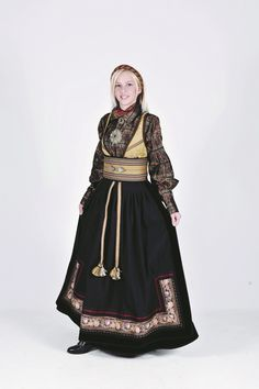 Norwegian folk dress from Telemark region Traditional Fashion, Traditional Dresses, Norwegian Clothing, Viking Clothing, Scandinavian Fashion, Period Outfit, Fantasy Dress, Folk Costume, Summer Outfits Women