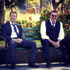 Donnie Wahlberg and. Tom Selleck on the set of Blue Bloods ❤❤