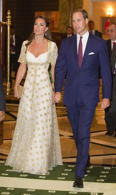 Kate Middleton Photos Photos - The Duke And Duchess Of Cambridge Diamond Jubilee Tour - Day 3 - Zimbio