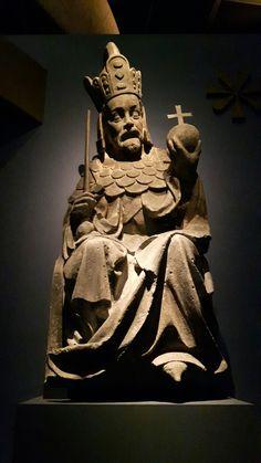 Statua di Carlo IV dalla facciata est della torre di Mala Strana  La cerimonia e la processione di incoronazione iniziavano dalla città nuova per poi arrivare a Mala strana e  a San Vito; la torre era quindi una sorta di arco trionfale. Praga Narodni Galerie.  prima del 1380