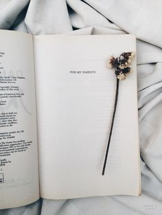 Book Quotes Love Romances Life Ideas For 2019 Tumblr Photography, Book Photography, Photography Portraits, Good Books, My Books, Tina Goldstein, K Wallpaper, Book Aesthetic, Athena Aesthetic