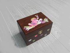Peace frog treasure box for girls  http://sunnyleaf.wix.com/sunnyleaf
