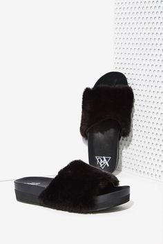 YRU Comfii Faux Fur Slides