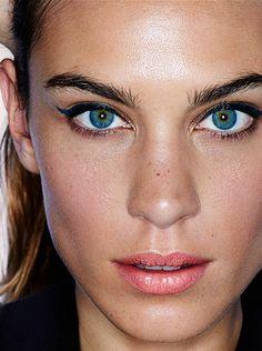 Alexa Chung by David Oldham for Stylist Magazine #eyebrows #beauty #makeup #celebrity | HarperandHarley