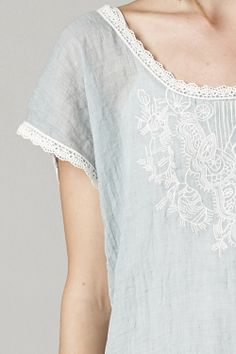 Embroidered Averly Tunic Top in Aspen Blue ++