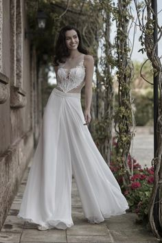 G0069 ILIZIA Wedding dress with georgette pants. Bodice with embroidered appliques.