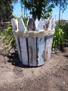 DIY picket fence planter @Karen Jacot Jacot Jacot Jacot Nelson this looks like something you would like