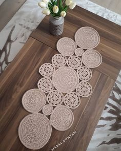 Study In Circles Crochet Motif Table Runner Pattern Crochet Rug Patterns, Crochet Owls, Doily Patterns, Crochet Motif, Crochet Doilies, Crochet Stitches, Crochet Table Runner, Table Runner Pattern, Diy Crafts For Boyfriend