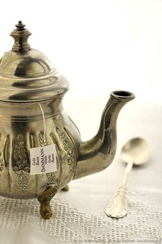 Silver | 銀 | Plata | Gin | Argento | Cеребро | Agent | Colour | Texture | Pattern | Style | Design | Composition | Teapot.