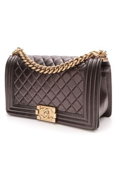 009f38353f20 A nod to Chanel s timeless sophistication