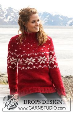 """Holly Berries - DROPS jumper in """"Eskimo"""" with round yoke sleeves and Norwegian pattern. - Free pattern by DROPS Design Knitting Patterns Free, Knit Patterns, Free Knitting, Free Pattern, Finger Knitting, Knitting Tutorials, Drops Design, Christmas Knitting, Christmas Sweaters"""