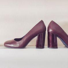Salones en piel lisa con tacón forrado de charol, ¿que os parece?#otoñoliberitae 🍂🍂🍂 #liberitae #liberitaeshoes #shoes #zapatos #zapatosdepiel #piel #moda #salones #pums #madeinspain #hechoenespaña #leather