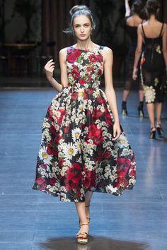 #Farbbberatung #Stilberatung #Farbenreich mit www.farben-reich.com Dolce & Gabbana Spring 2016. See every stunning look on Vogue.com