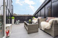 balkon-gestalten-gemuetlich-dachterrasse-klein-gartenmoebel ...