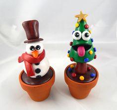 Ce sapin fou-fou et ce bonhomme de neige rigolo décoreront avec fantaisie et bonne humeur votre bureau ou votre table de salon pendant tout l'hiver !