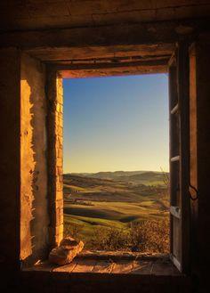 Beautiful window view of Toscana Places To Travel, Places To See, Travel Destinations, Beautiful World, Beautiful Places, Beautiful Flowers, Under The Tuscan Sun, Window View, Window Art