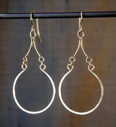 Arabesque Teardrop Hoop Earring Gold Wire door BellantiJewelry