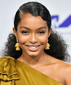 The Best Party Hairstyles to Wear this Holiday Season - Yara Shahidi's Low Ponytail from Party Hairstyles, Ponytail Hairstyles, Cute Hairstyles, Natural Hair Hairstyles, Ethnic Hairstyles, Homecoming Hairstyles, Style Hairstyle, Straight Hairstyles, Wedding Hairstyles