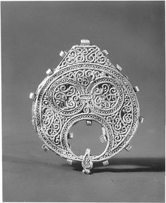 Pendant  Object Name: Pendant Date: 11th century Geography: Egypt Medium: Gold Dimensions: 1 1/4 in. (3.2 cm) Classification: Jewelry Credit Line: The Friends of the Department of Islamic Art Fund, 1974