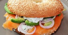 Bagels with smoked salmon, goat cheese and avocado - meal Club Sandwich Recipes, How To Cook Burgers, Smoked Salmon, Goat Cheese, Salmon Burgers, Summer Recipes, Avocado, Brunch, Food And Drink