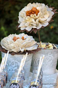 centro de mesa de flores de papel de comunión crema y tostado. http://www.papermoonandco.com/