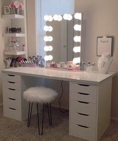 Rosey perfection @dianitalopez8 pairs together the perfect pieces with her #ImpressionsVanityGlowXL for a beautifully romantic vanity station. ➔ Ever been confused on what bulbs to pick? Or not sure what lighting is best for makeup application? Find out! #OnTheBlog https://impressionsvanity.com/posts/theperfectlighting/