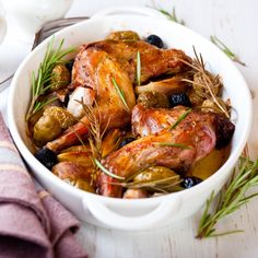 Lapin au muscat et aux olives - Muscat, Belgian Food, Classic French Dishes, Food Tags, Dutch Recipes, French Recipes, Rabbit Food, Eat To Live, Mets
