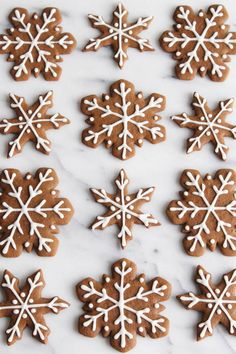 Gingerbread Snowflake Cookies - ALWAYS EAT DESSERT These are truly the BEST gingerbread cookies! This recipe makes soft and chewy gingerbread cookies full of festive holiday flavor. My simple icing recipe makes it easy to decorate these Snowflake Cookies, Holiday Cookies, Holiday Treats, Christmas Treats, Christmas Baking, Christmas Biscuits, Holiday Appetizers, Gingerbread Decorations, Christmas Gingerbread