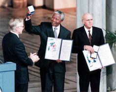 Nelson Mandela zählt zu den großen Kämpfern gegen die Unterdrückung der Schwarzen. Er wurde 1964 für seinen Widerstand gegen die Apartheid in Südafrika zu lebenslanger Haft verurteilt. Seine Freilassung nach 27 Jahren im Jahr 1990 markierte die politische Wende in seiner Heimat. 1993 erhielt er den Friedensnobelpreis.