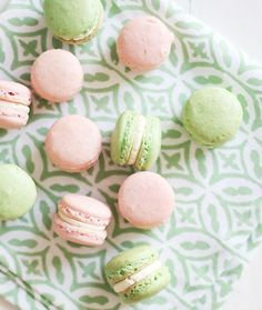 Monday macarons. Want to make these sooo bad for French class!!