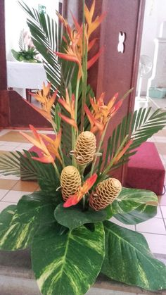 Tropical Floral Arrangements, Creative Flower Arrangements, Flower Arrangement Designs, Church Flower Arrangements, Beautiful Flower Arrangements, Flower Centerpieces, Beautiful Flowers, Altar Flowers, Church Flowers