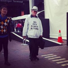 Old folks wearing completely inappropriate shirts.cuz they can Old Folks, Back In The Game, College Humor, Super Funny, Funny People, Cool Tees, Funny Photos, Awkward Photos, Funniest Pictures