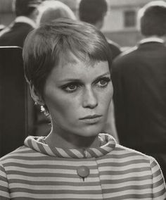 30 Beautiful Portraits of Mia Farrow With Pixie Haircut in the 1960s ~ Vintage Everyday Pixie Hairstyles, Pixie Haircut, Vintage Hairstyles, Cool Hairstyles, Pixie Mia Farrow, Hair Inspo, Hair Inspiration, Short Hair Cuts, Short Hair Styles