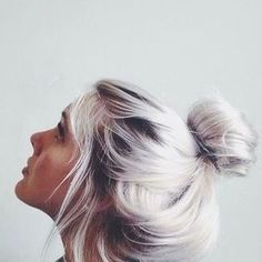 White Blonde Bun - Hairstyles How To Blonde Bun, Platinum Blonde Hair, Silver Blonde, Icy Blonde, Pastel Blonde, Silver White Hair, White Blonde Hair, Pastel Grey, Lilac Grey