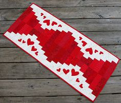 Valentine Table Runner tutorial by Connie Kresin at Freemotion By The River