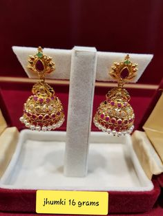 Gold Jhumka Earrings, Gold Bridal Earrings, Jewelry Design Earrings, Gold Earrings Designs, Jhumka Designs, Ruby Jewelry, India Jewelry, Antique Earrings, Jewelry Sets
