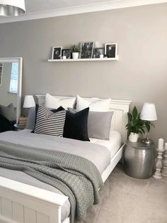Bedroom Inspiration - we bring you bright ideas for how to design your living room, bedroom, bathroom and every other room in your house. Small Room Bedroom, Small Rooms, Bedroom Decor, Bedroom Ideas, Bedroom Inspiration, Shabby Bedroom, Interior Inspiration, New Room, Home Decor Accessories