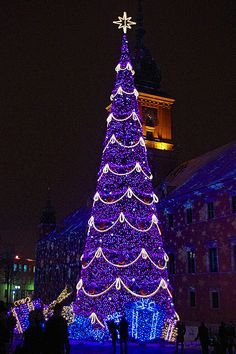 Purple Christmas Tree Decorating Ideas 2019 In Trend Christmas World, Coastal Christmas, Christmas Scenes, Blue Christmas, Christmas Crafts, Scandinavian Christmas, Modern Christmas, Holiday Lights, Christmas Lights