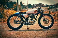Honda cb 100 1976 Tracker Motorcycle, Motorcycle Rallies, Motorcycle Clubs, Cafe Racer Motorcycle, Motorcycle Design, Bike Design, Cafe Racer Shop, Cafe Racers, Small Motorcycles