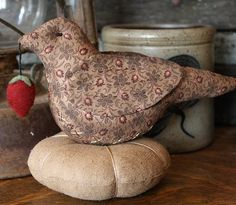 Free Primitive Sewing Patterns | PatternMart.com ::. PatternMart: Primitive Folk Art Bird Pin Cushion