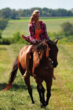 Totally Country----wide open country and riding bareback:) Cowgirl And Horse, Horse Love, Horse Girl, Bareback Riding, Horse Riding, All The Pretty Horses, Beautiful Horses, Clydesdale, Country Girls