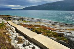 The Hellåga rest area lies by the Sjonafjord, with steps that curve gently down the steep rocks to the water. See if the fish are biting, and enjoy the view of the fjord landscape.