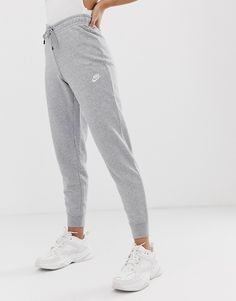 Shop the latest Nike gray essentials slim sweatpants trends with ASOS! Cute Sweatpants Outfit, Cute Pants, Sweat Pants, Women's Pants, Nike Sweatpants Womens, Grey Nike Sweatpants, Champion Sweatpants, Sweatpants Style, Fashion Clothes