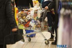 Pred Veľkou nocou nakupujú Slováci najčastejšie na Zelený štvrtok Super, Baby Strollers, Shopping, Food Marketing, Spiegel Online, Ecology, Foods, Waffles