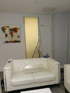 Installation entre bureau et salle de réunion Sofa, Couch, Innovation, Furniture, Home Decor, Desk, Room, Settee, Settee