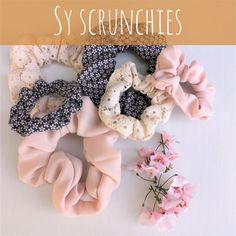 DIY på fine nemme scrunchies Scrunchies, Dining, Diy, Food, Bricolage, Do It Yourself, Homemade, Diys, Crafting
