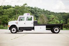2002 international harvester 4700 flatbed hauler - Categoria: Avisos Clasificados Gratis  Item Condition: Used2002 INTERNATIONAL 470073 ENGINE & 6 SPEED ALLISON 3060 TRANSMISSIONVERY LOW 33k ORIGINAL MILESVERY HIGH DOLLAR TRUCK w ALL THE RIGHT EQUIPMENT125' FLATBED GOOSENECK CAPABLE LOTS OF STORAGEONBOARD GENERATOR WORKING ELECTRIC OUTLETS ADDITIONAL ROOF ACEVERYTHING IN FANTASTIC CONDITIONLOADED w EXTRASRUNS & DRIVES PERFECTThis beautiful International 4700 work truck is in EXCELLENT…