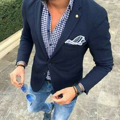 The elusive smart casual. think summer evening dinner. Jeans in smart casual are for out of work, some restaurants say smart casual attire but mean chinos or flannels instead of jeans, always check. Mode Masculine, Blazer Outfits, Casual Outfits, Casual Blazer, Outfit Jeans, Dress Casual, Shirt Outfit, Casual Wear, Stylish Men