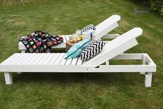 I love these diy wood lounge chaises.  Hello resort in your back yard!